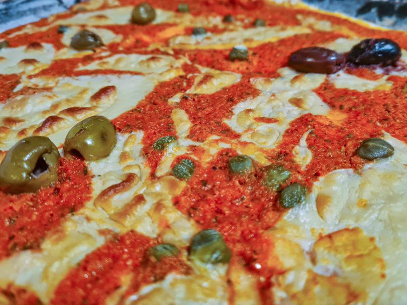 Veganer Pizzakäse - Käseersatz für vegane Pizza aus Hefeflocken